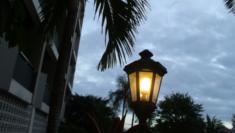 ホテル・プールのライト